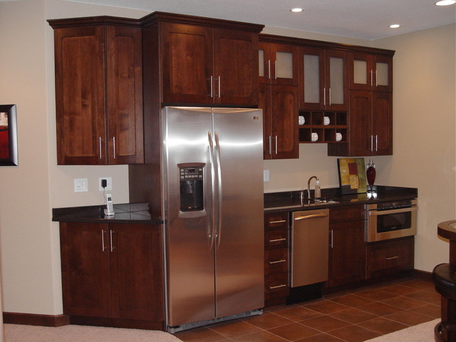 Wet dry bars traditional basement cedar rapids by for Dry kitchen ideas