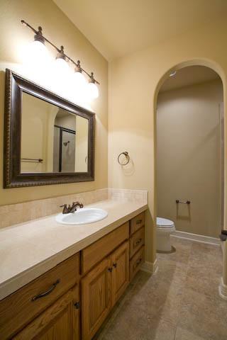 104 Roble Roja Georgetown TX traditional-bathroom