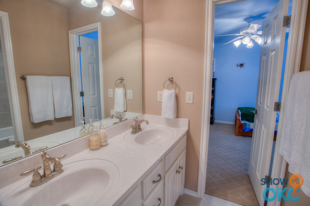 11325 Old River Trail Traditional Bathroom Other Metro By Showmeokc Real Estate Pros