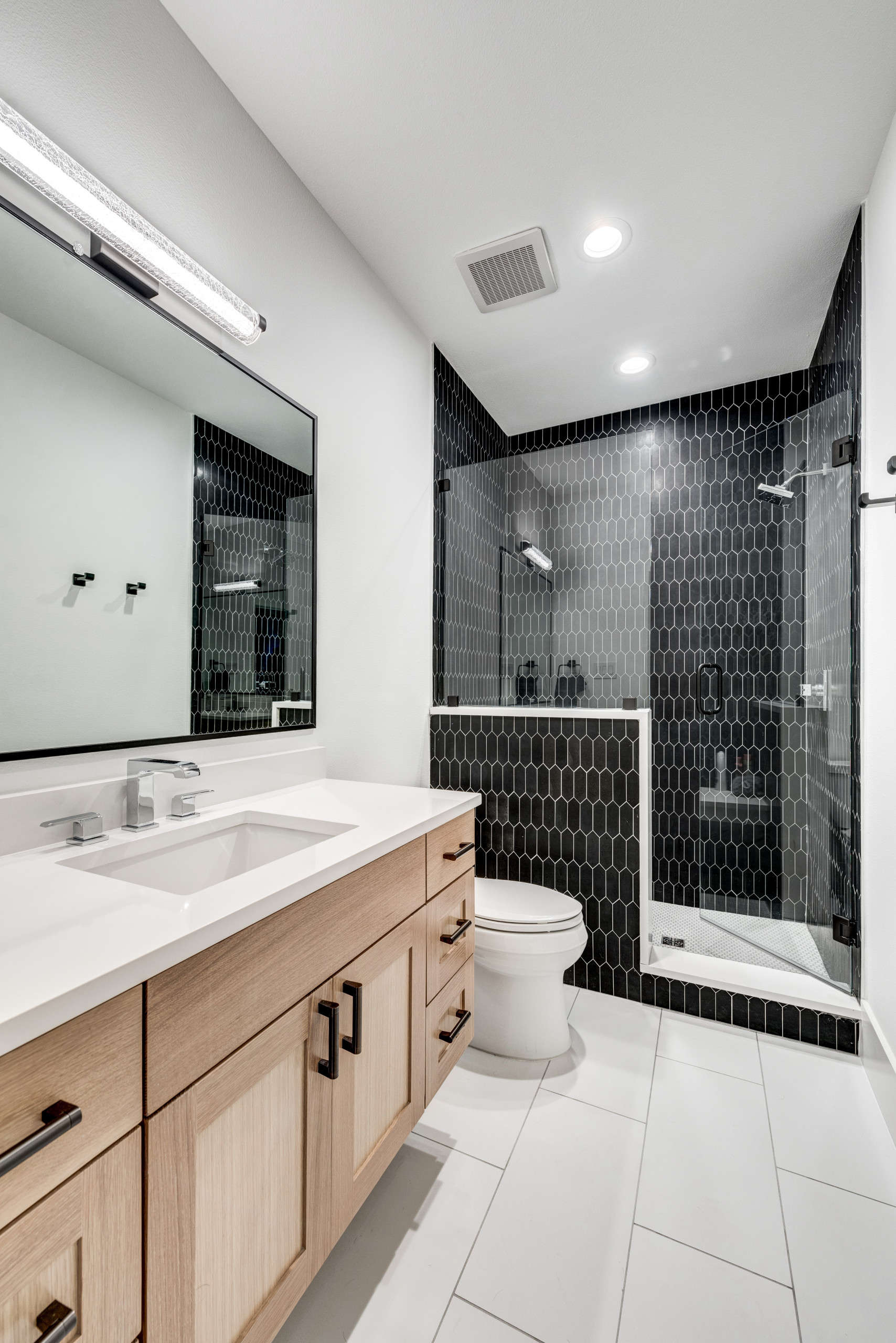 75 Beautiful Black Tile Bathroom Pictures & Ideas - January, 2021 | Houzz