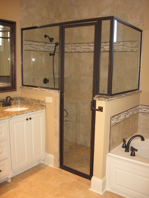 18x18 Shower With Glass Border And Pencil Trim