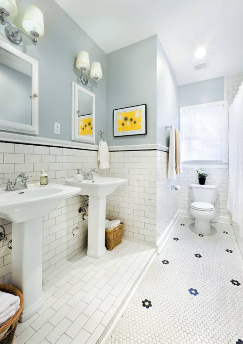 The 1930s Bathroom Remained Pure White To Give A Sense Of Health And Cleanliness Retro Sink Bathtub Bath On Feet Is Best Along With Small Round