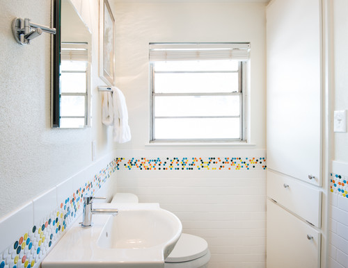 1950s Ranch House Bathroom