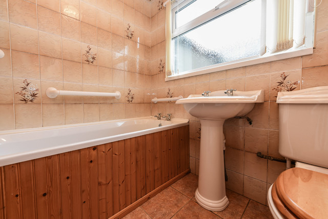 2 Bed Bungaow Country Bathroom Other By Property