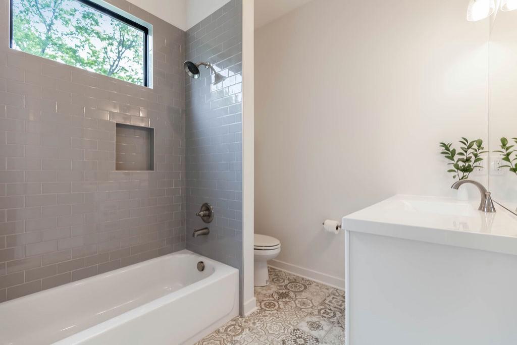 4030 Forest (2nd floor bathroom)