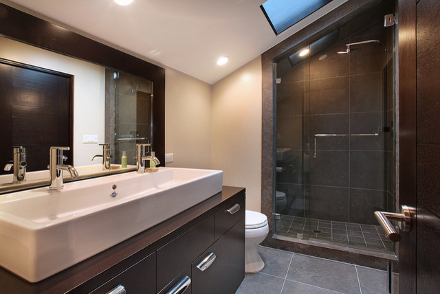 712 1/2 Fernleaf Ave contemporary-bathroom