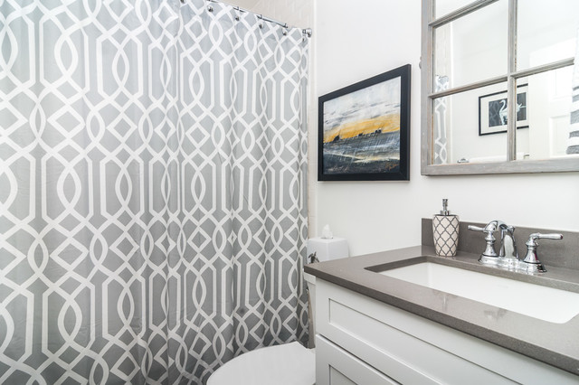 Example of a classic bathroom design in Tampa