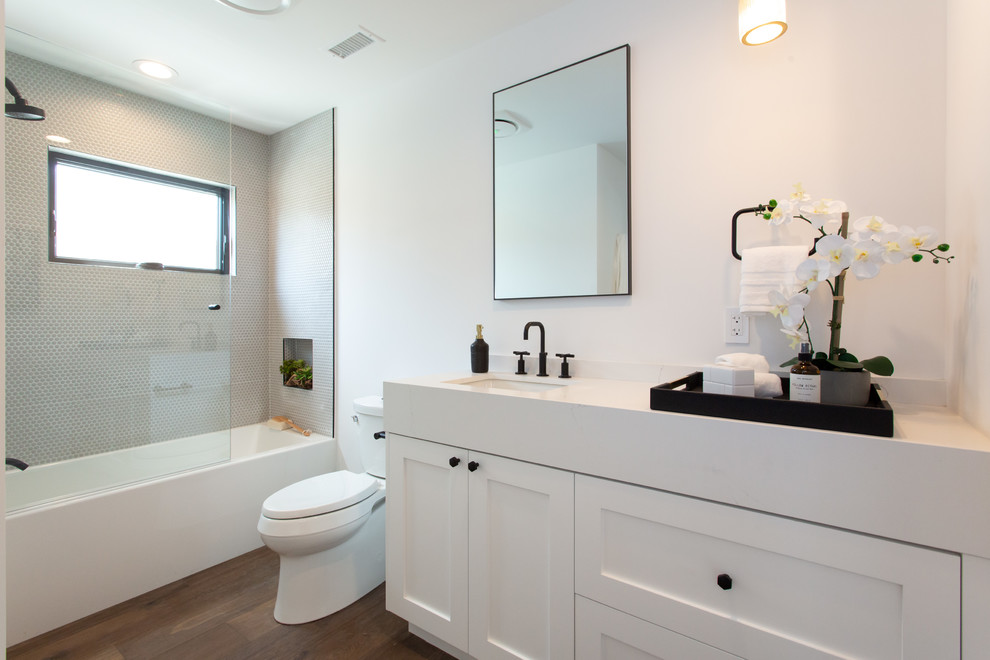 Example of a transitional bathroom design in Los Angeles
