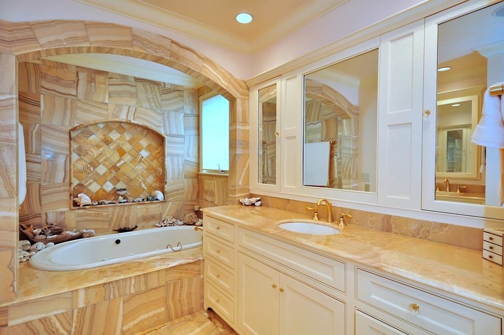Inspiration for a timeless bathroom remodel in Charlotte with a niche