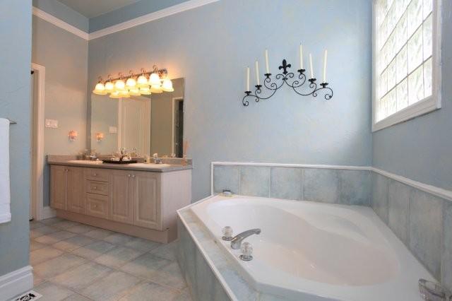 95 SOUTHCREEK, ANCASTER, ONTARIO traditional-bathroom
