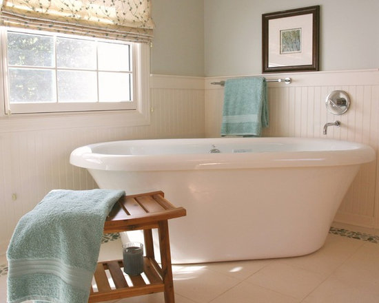 Wainscoting in the bathroom home design ideas pictures for Bathroom decor houzz