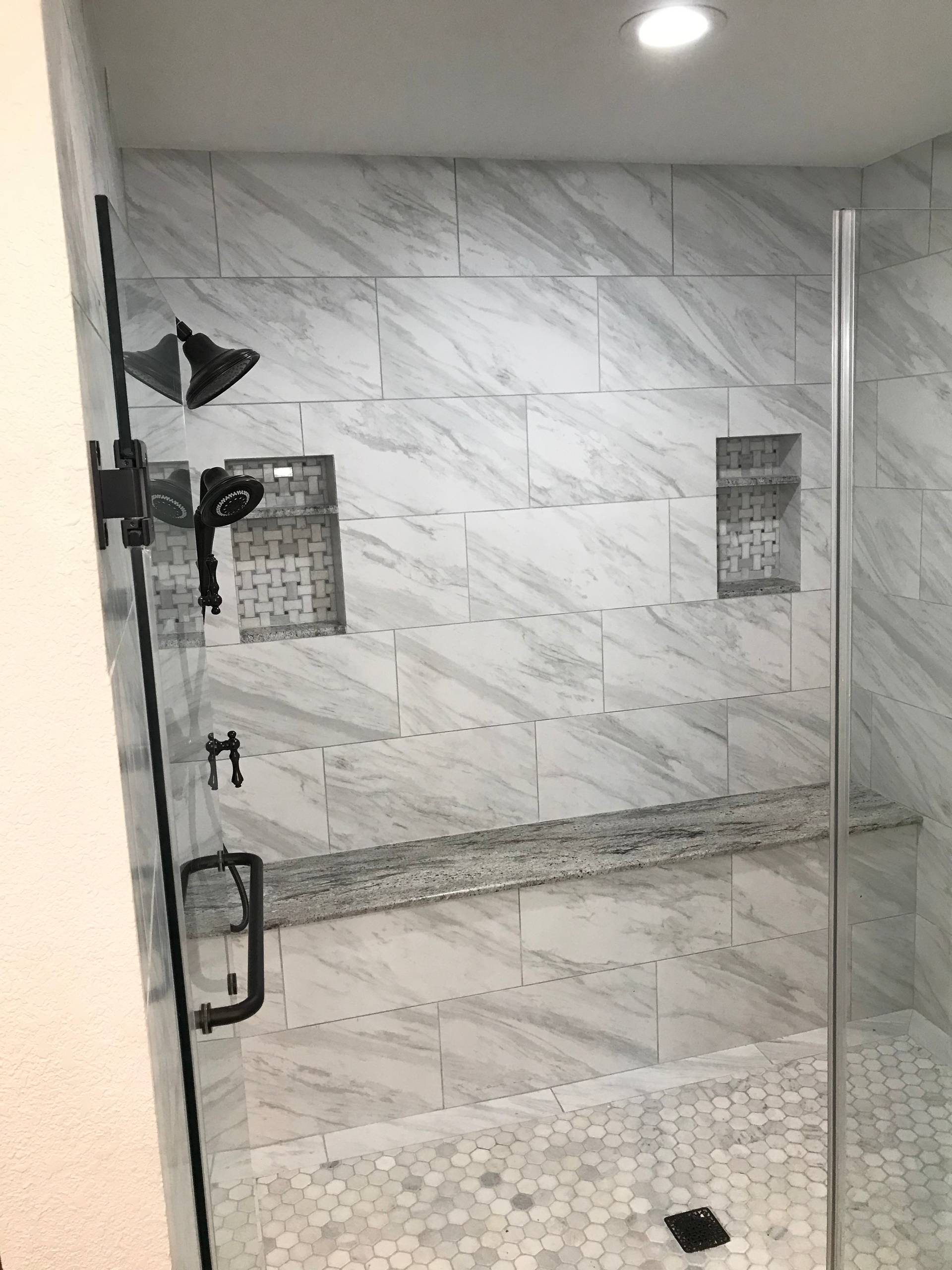 75 Beautiful Laminate Floor Bathroom Pictures Ideas February 2021 Houzz