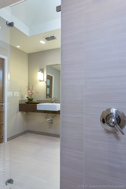 Http Www Houzz Com Photos 1341964 Accessible Barrier Free Aging In Place Universal Design Bathroom Remodel Modern Bathroom Austin