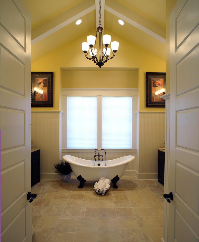 Elegant claw-foot bathtub photo in Columbus