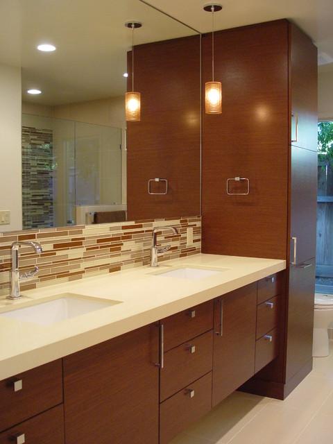 Alamo Residence modern-bathroom