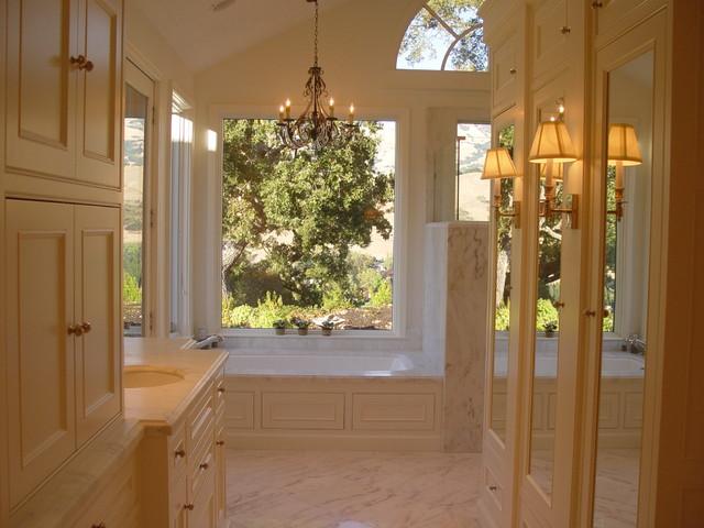 Alamo Residence traditional-bathroom