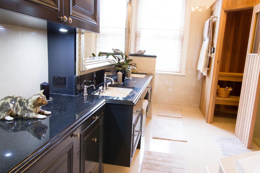 Albert Park - Kitchen, Euro Laundry, Bathroom, Sauna ...