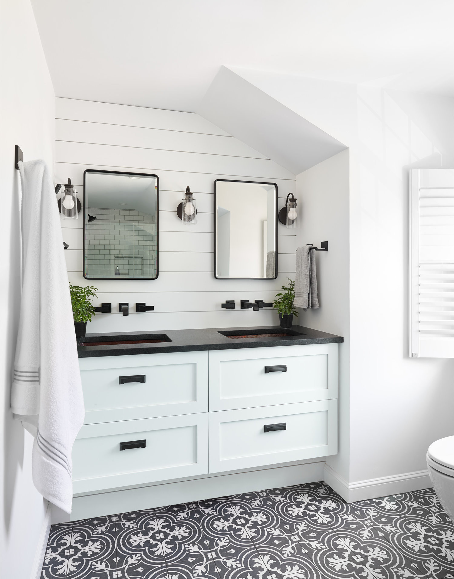 75 Beautiful Shiplap Wall Bathroom Pictures Ideas February 2021 Houzz