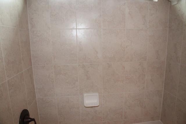 Aliana-17518 Hanoverian traditional-bathroom