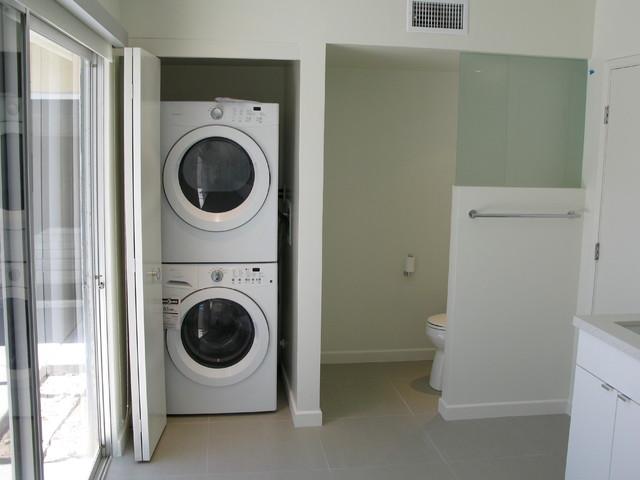 Allen Residence modern-bathroom
