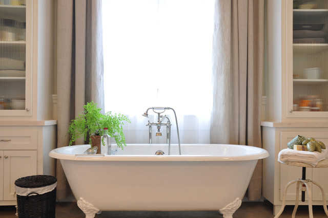 Inspiration for a timeless claw-foot bathtub remodel in Houston