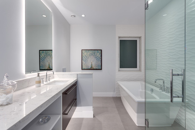 Alpine Court North Vancouver Modern Bathroom Vancouver By Envious Design Home Staging