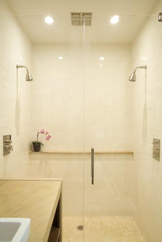 Alta Plaza Residence modern-bathroom