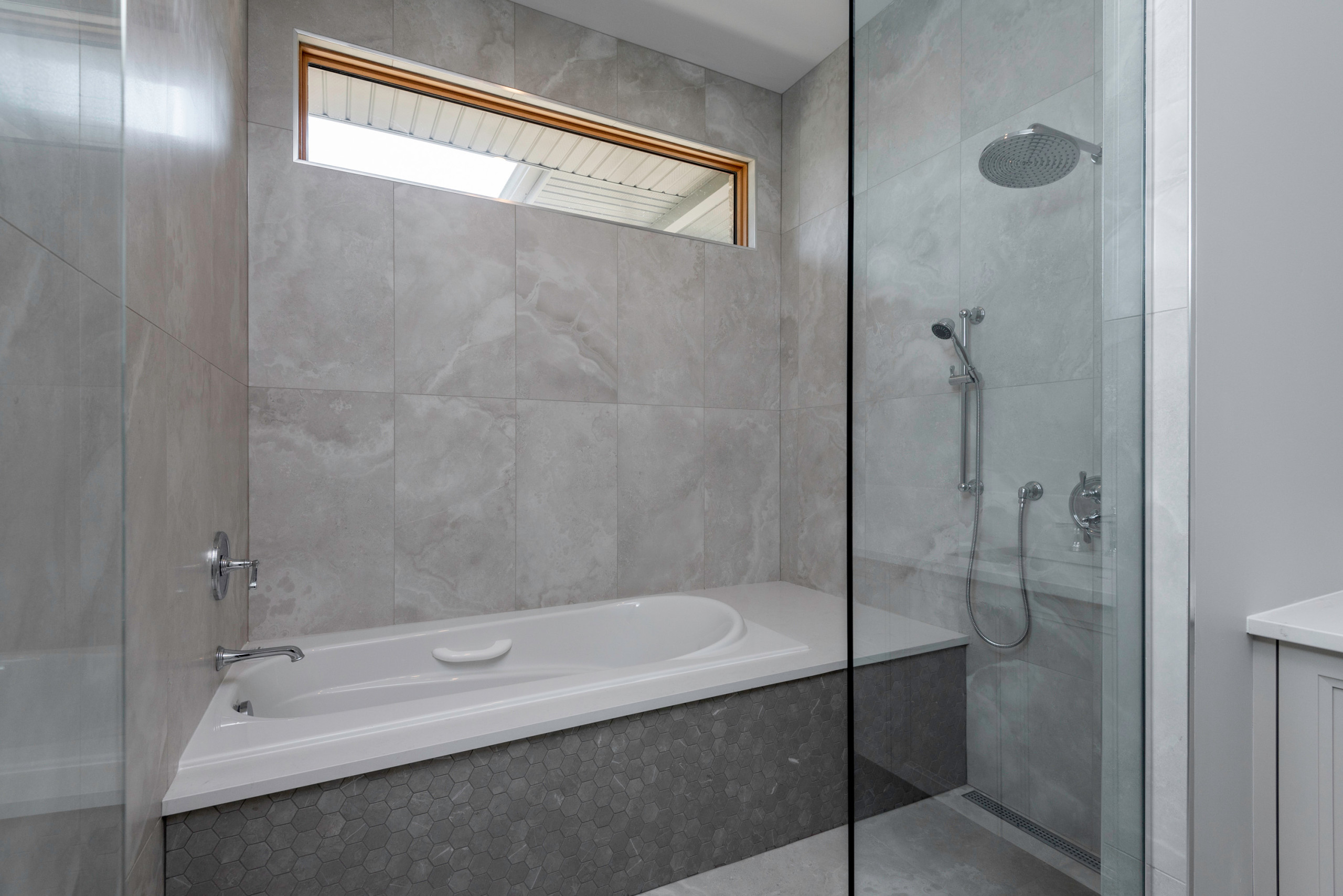 Alta Vista - Master Bathroom