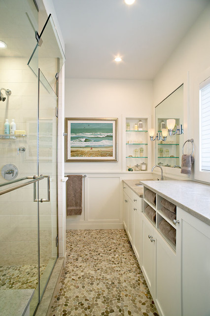 Amagansett beach retreat beach style bathroom for Small bathroom design 2m x 2m