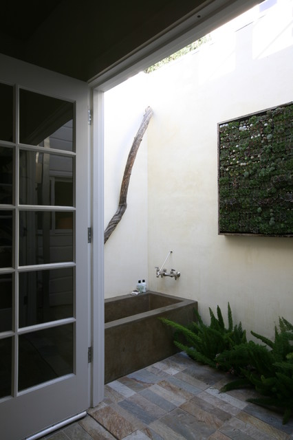 Garden Outdoor Bathroom modern-bathroom