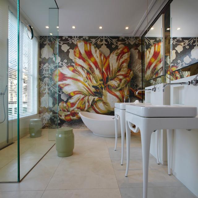Idee per una stanza da bagno contemporanea con vasca freestanding, doccia aperta, lavabo a colonna e doccia aperta