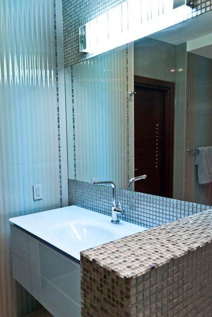 Apartment modern-bathroom