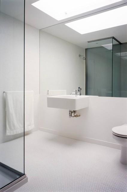 Apartment barbican for Contemporary white bathroom