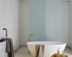 Apartment Gothic Quarter contemporary-bathroom
