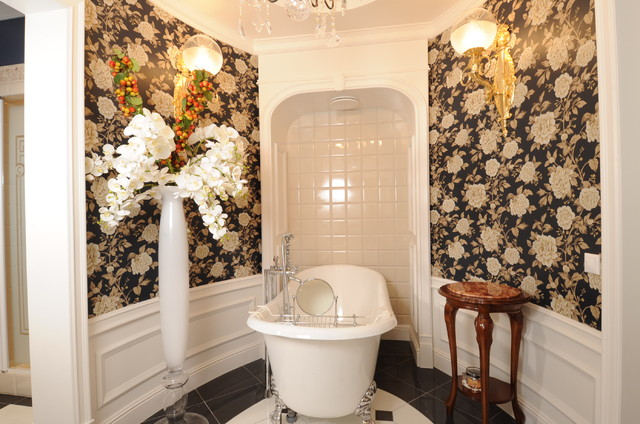 Apartment on the street G traditional-bathroom