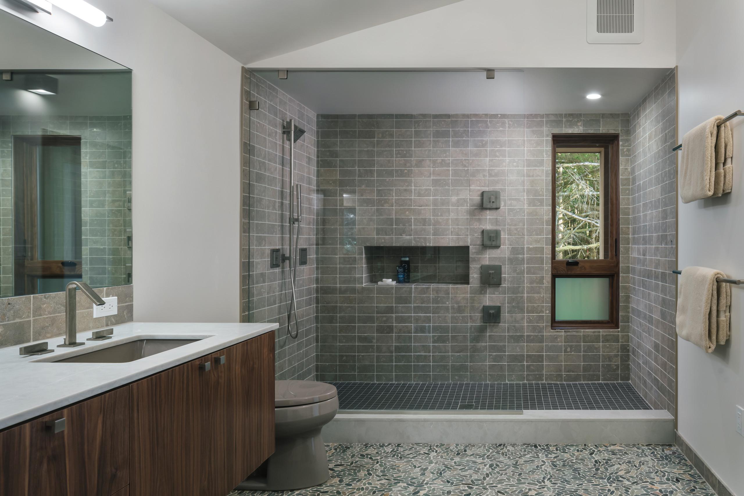 75 Beautiful Pebble Tile Floor Bathroom