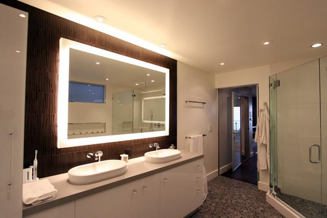Armstong Residence modern-bathroom