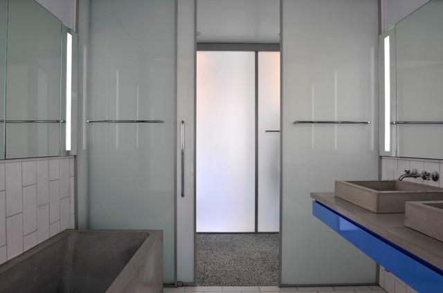 8 porte salvaspazio per non perdere preziosi centimetri - Finestra nella doccia ...