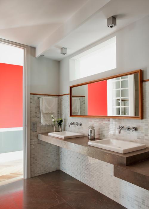 10 id es pour cr er une lumi re naturelle dans sa salle de bain femme actuelle. Black Bedroom Furniture Sets. Home Design Ideas