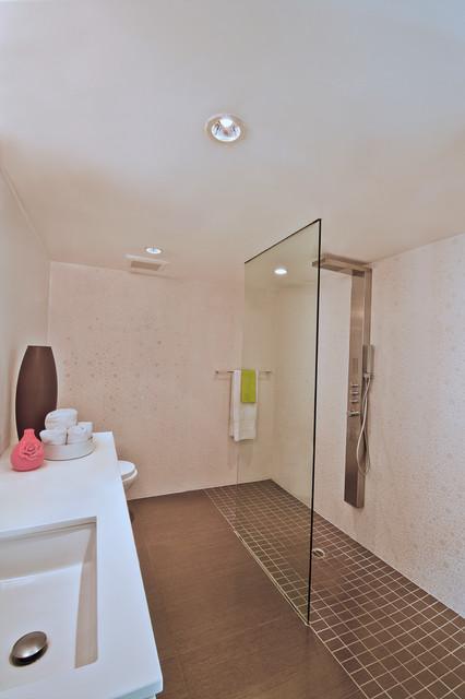 Avocado residence midcentury bathroom orange county for Avocado bathroom ideas
