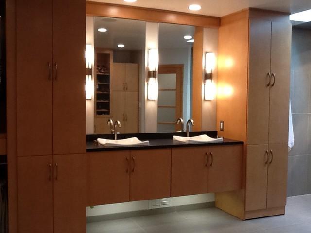 Bath /Closet Combo