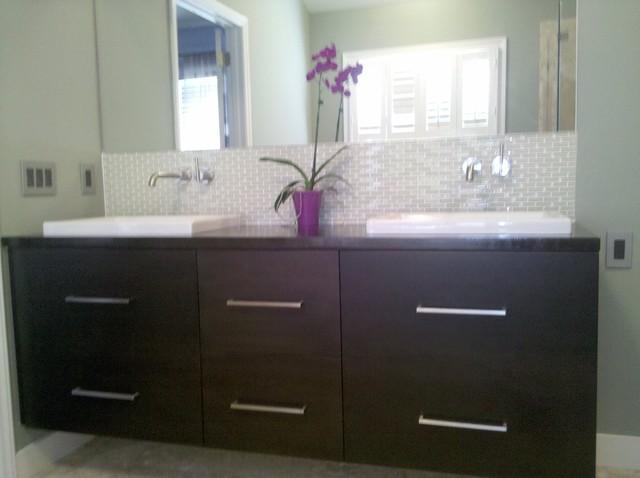 Bath modern-bathroom