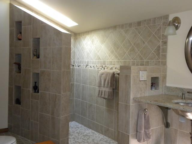 Bath of Angles modern-bathroom