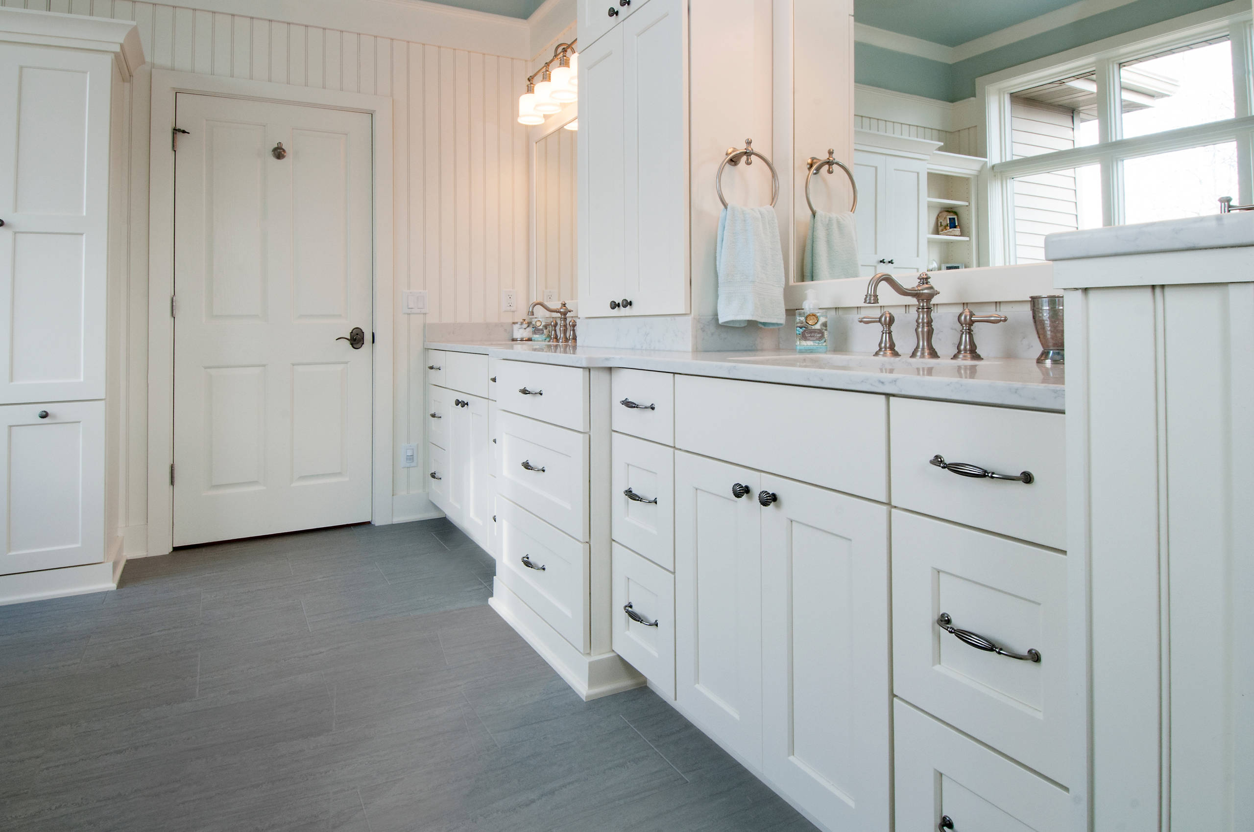 Bathrom Painted Cabinets
