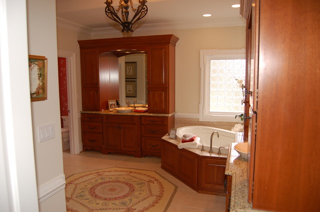 Bathroom by napier signature homes traditional for Richmond signature homes