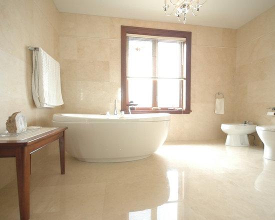 Crema marfil bathroom home design ideas pictures remodel for Crema marfil bathroom ideas