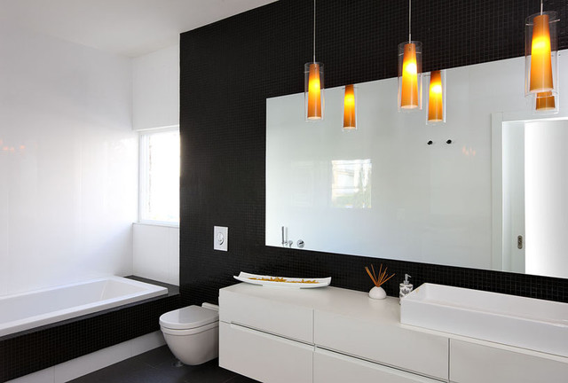 modern bathroom by Dana Cohen-Vishkin