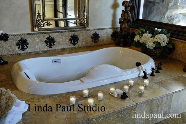Attrayant Bathroom Decorating Ideas   A Romantic Bath With Fleur De Lis Decor  Traditional Bathroom