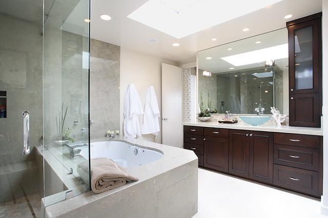 Inspiration for a modern bathroom remodel in Orange County