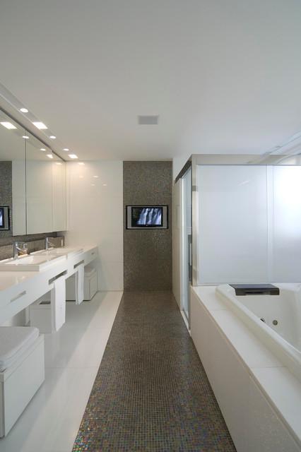 Bathroom contemporary bathroom other by eduarda for Small bathroom tile ideas by mansur ganteng